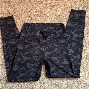 Black and gray camo legging